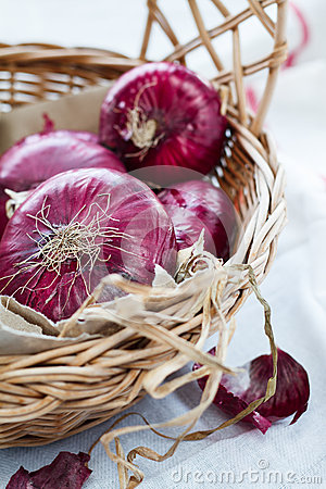 Red onion in a basket