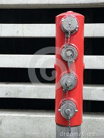 Free Red Post W/ Fire Hose Plugs In Portland, Oregon Royalty Free Stock Photo - 104799245
