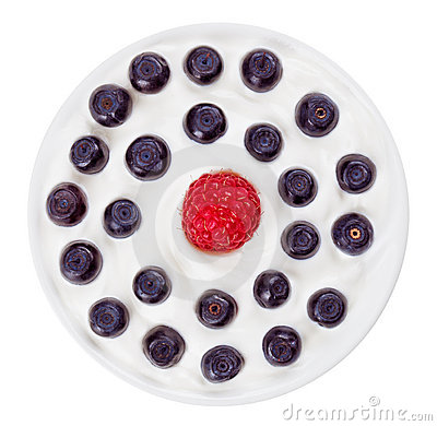 Red raspberry and blue bilberry in round plate