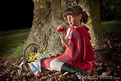 Red riding hood with apple