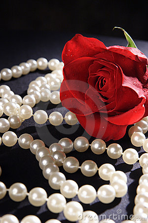 Free Red Rose And Pearls Royalty Free Stock Image - 1896476