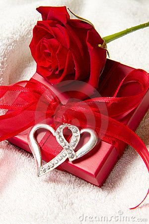 Free Red Roses And Gift Box Stock Image - 17974751