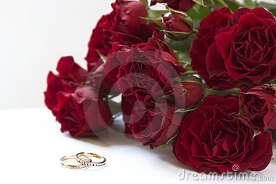 Red roses and rings
