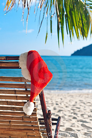 Free Red Santa S Hat Hanging On Beach Chair Royalty Free Stock Image - 16486196