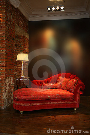 Free Red Sofa And Lamp Royalty Free Stock Image - 3202586