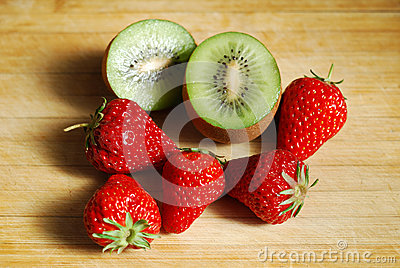 Strawberry and kiwi on chopping board