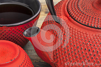Red tetsubin with cups