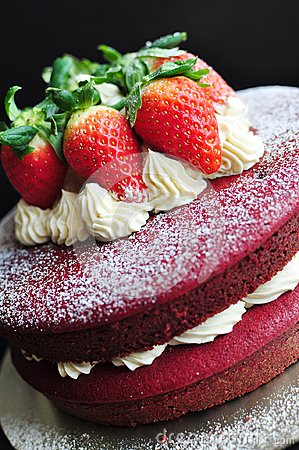 Free Red Velvet Cake Decorated With Fresh Strawberries Royalty Free Stock Photography - 104637637