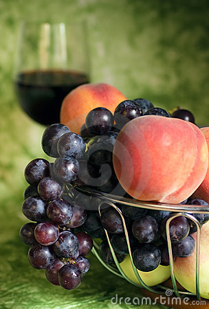 Red vine with red grapes