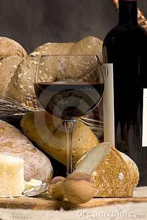 Red Wine with Chesse and Bread