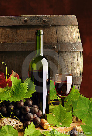 Free Red Wine Still Life With Cask Royalty Free Stock Photos - 8450218