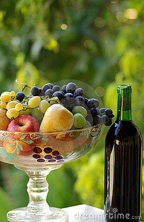 Free Red Wine With Fruit Basket Stock Photos - 3172933