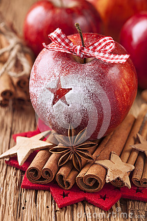 Free Red Winter Apples Royalty Free Stock Images - 27963219