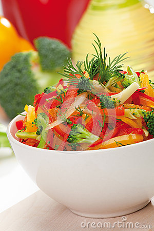 Free Red, Yellow And Orange Sweet Pepper, Broccoli And Fennel Salad Royalty Free Stock Image - 28557846
