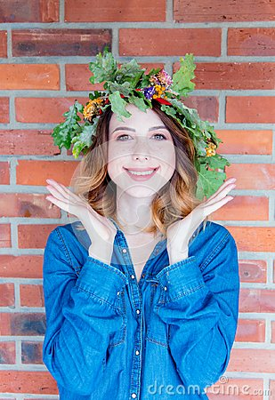 Free Redhead Girl With Oak Leaves Wreath At Germany Unity Day Stock Photo - 100976210