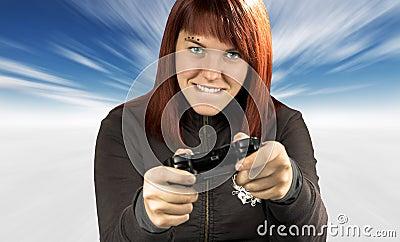 Redhead sveglio che gioca i video giochi in inverno