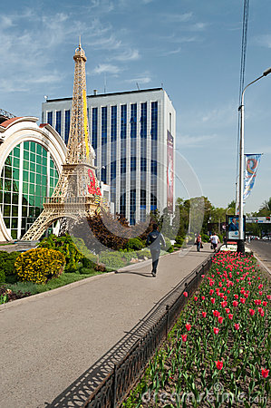 Free Reduced Copy Of Eiffel Tower In Front Of Shops In Almaty Stock Photography - 45254832