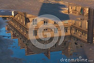 Reflect in the Piramides square, Paris