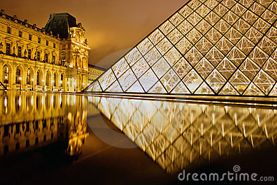 Reflection of the louvre palais Editorial Image