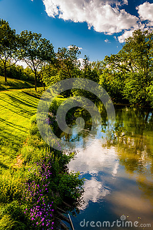 Free Reflections Of Clouds And Trees In Antietam Creek, At Antietam N Stock Images - 47445904