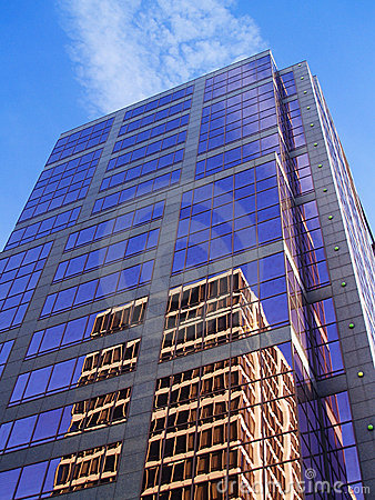 Free Reflective Building 2 Royalty Free Stock Photography - 709177