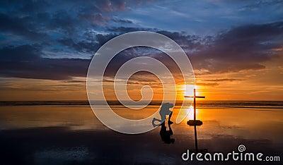 reflecton祈祷的人十字架
