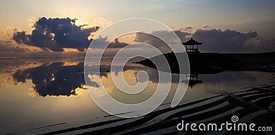 Reflexión de la puesta del sol