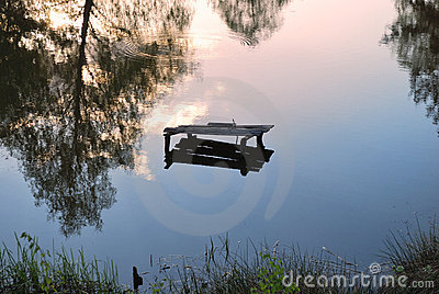 Reflexión en el espejo del lago