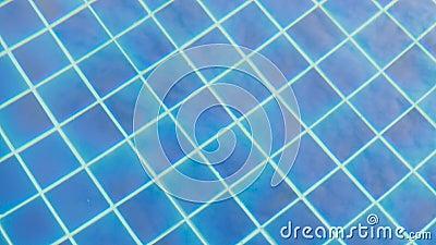 Reflexion im blauen klaren Wasser stock footage