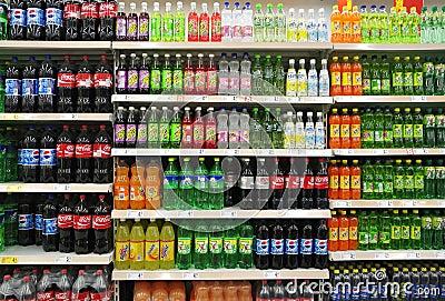 Refrescos E Bebidas No Supermercado Fotografia Editorial