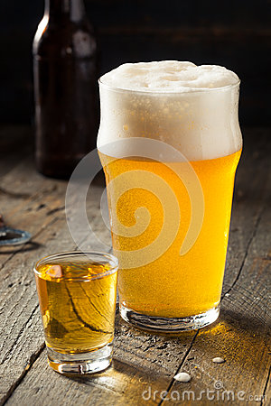 Free Refreshing Beer And Whiskey Shot Boilermaker Royalty Free Stock Photos - 74976238