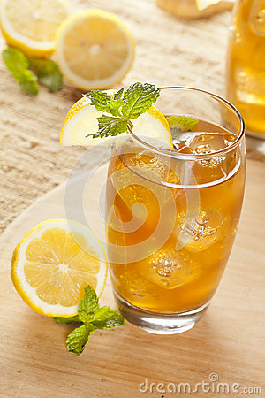 Refreshing Iced Tea with Lemon
