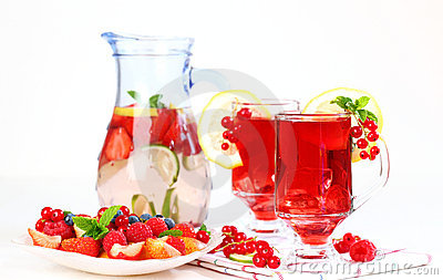 Refreshing summer ice tea with fresh fruits