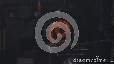 Refrigerar do detalhe do metal do forjamento video estoque