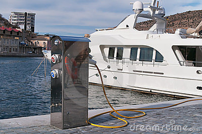 Refueling of motor yachts