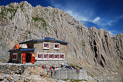 Refuge des Sarradets in the cirque de Gavarnie. Editorial Stock Image