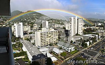 Regenboog over Honolulu