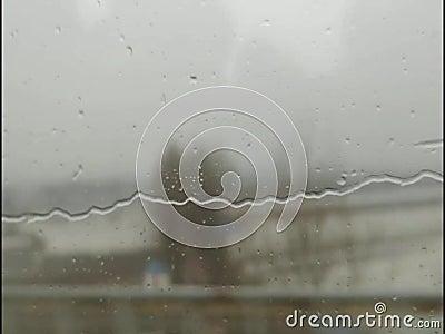Regenwater buiten het Chinese venster van het hoge snelheidsspoor stock footage