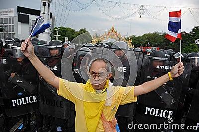Regierungsfeindliche Sammlung in Bangkok Redaktionelles Stockbild