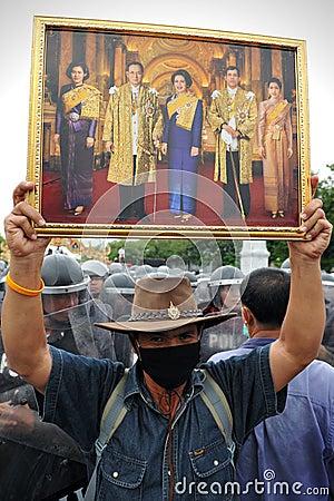 Regierungsfeindliche Sammlung in Bangkok Redaktionelles Foto
