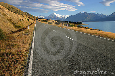 Regional road at Lake Pukaki