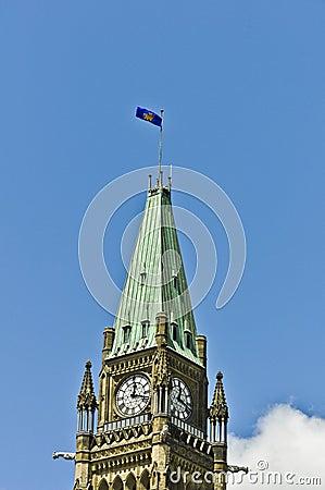 Regler-General-Markierungsfahne auf Friedenskontrollturm Ottawa