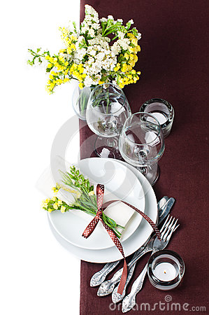 Regolazione festiva della tabella nel colore marrone