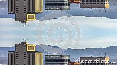 Regroupement conceptuel de la réflexion verticale Les parcs de stationnement et les parcs de stationnement contre les montagnes e banque de vidéos