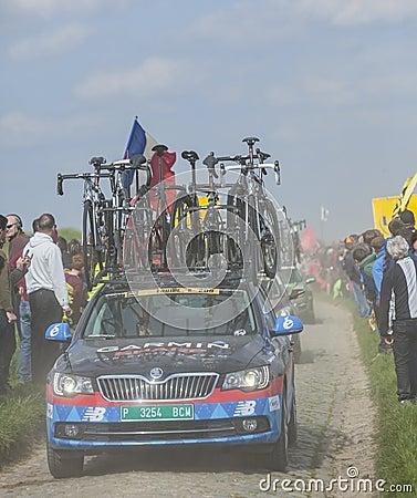 Reihe von technischen Fahrzeugen Paris Roubaix 2014 Redaktionelles Bild
