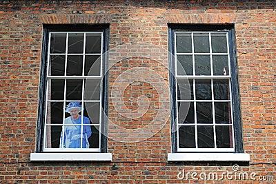 Reina en ventana Imagen de archivo editorial