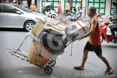 Reiniger auf einer Bangkok-Straße Redaktionelles Foto