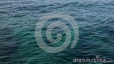 Reinigingsachtergrond wateroppervlak De blauwe zee-structuur kalm en vreedzame achtergrond helder zeewater stock footage