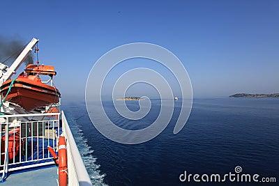 Reiseflug im ionischen Meer Redaktionelles Stockbild