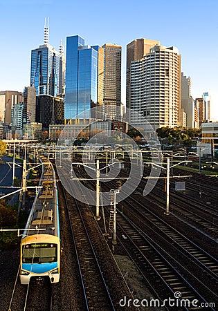 Reizender Morgen für eine Zugfahrt